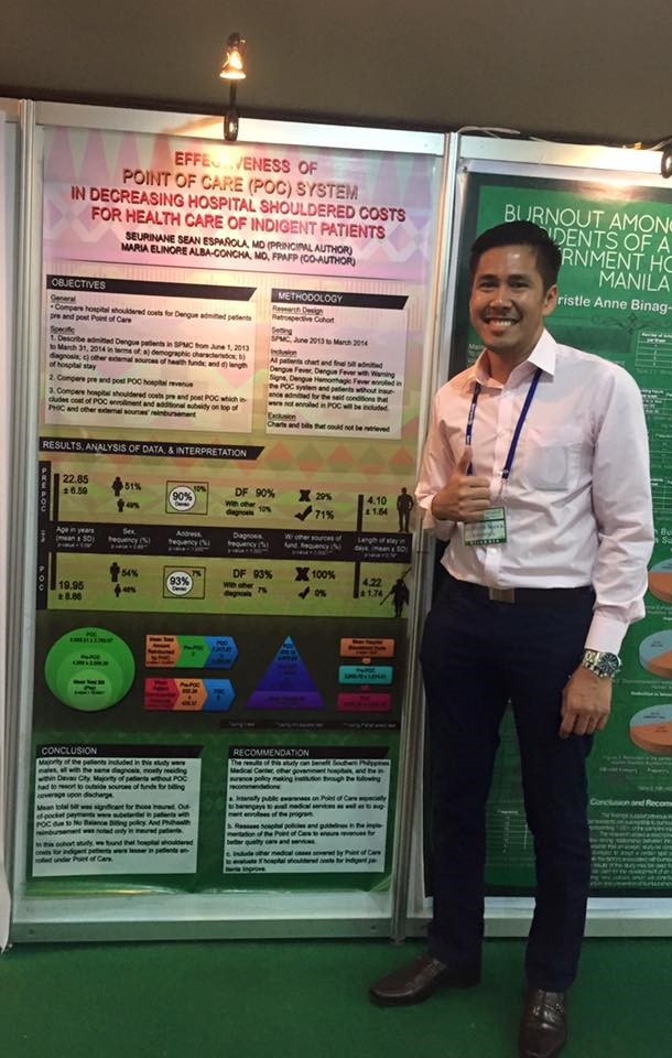 Dr. Seurinane Sean Espanola beside his Award-winning research poster